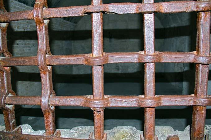тюремные решетки из стали гадфильда