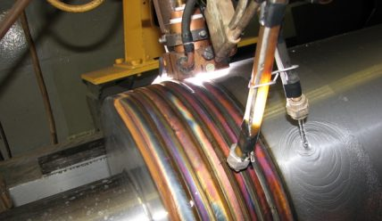 Процесс вибродуговой наплавки металла